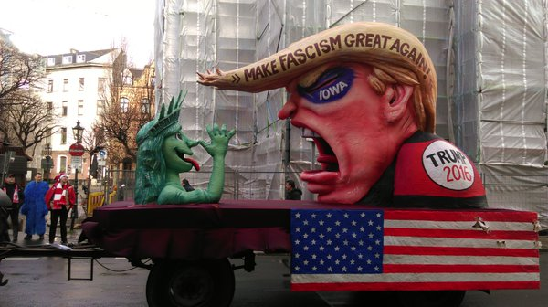 trump-parade-float